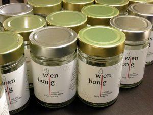 Honig Glas Abfüllen selbst Imkerei Bienen