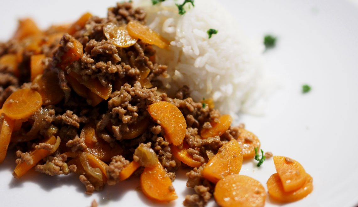 Karottenpfanne mit Faschiertem