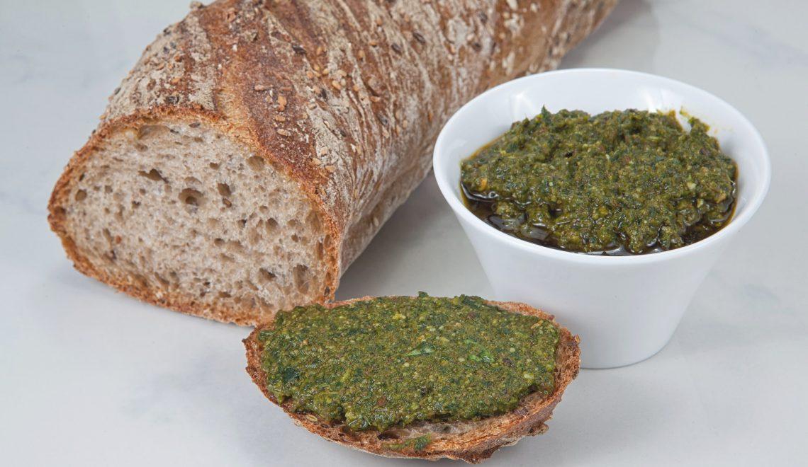 Kürbiskerne Radieschengrün Blätter vegan vegetarisch Rezept Nudeln Pasta Baguette selbermachen Reste verwerten Olivenöl